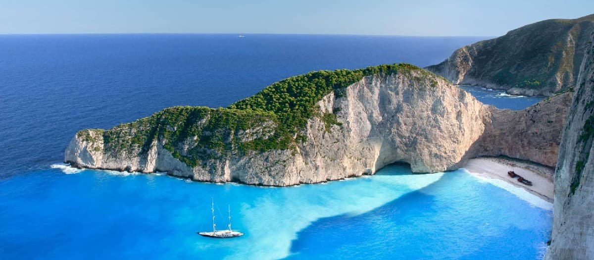 Luxury Yacht Rental in Greek Islands