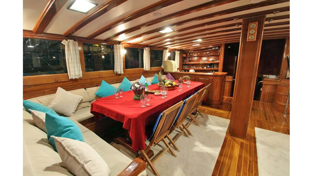 Prenses Selin, the crew of 5 makes prenses selin ideal for group of friends and family or corporate yacht charter in fashion and utmost comfortability