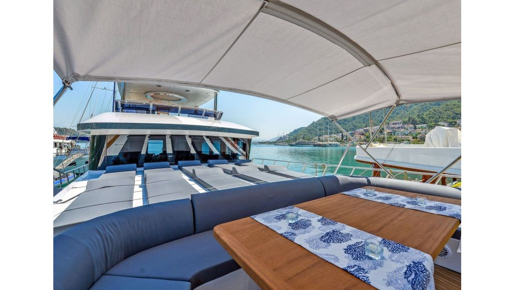 Floki, Explore motor yacht Floki has two master cabins and 2 double cabins to explore the eastern mediterranean waters